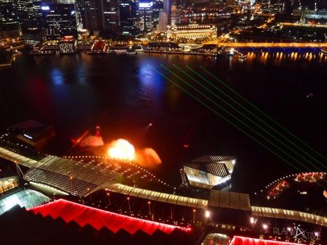 Singapurs tägliche Gratis Lasershow am Marina Bay Sands vom Skydeck am MBS aus (copyright: planätive)