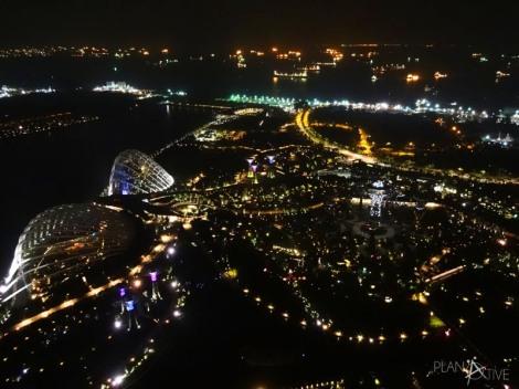Blick vom hinteren Spa Bereich auf dem Skydeck des Marina Bay Sands Hotels, Singapore (copyright: planätive)