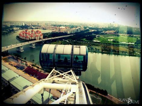 Blick über nahezu ein gesamtes Land vom Singapore Flyer - © Planätive